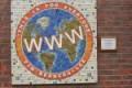 Plakat na ścianie z WWW